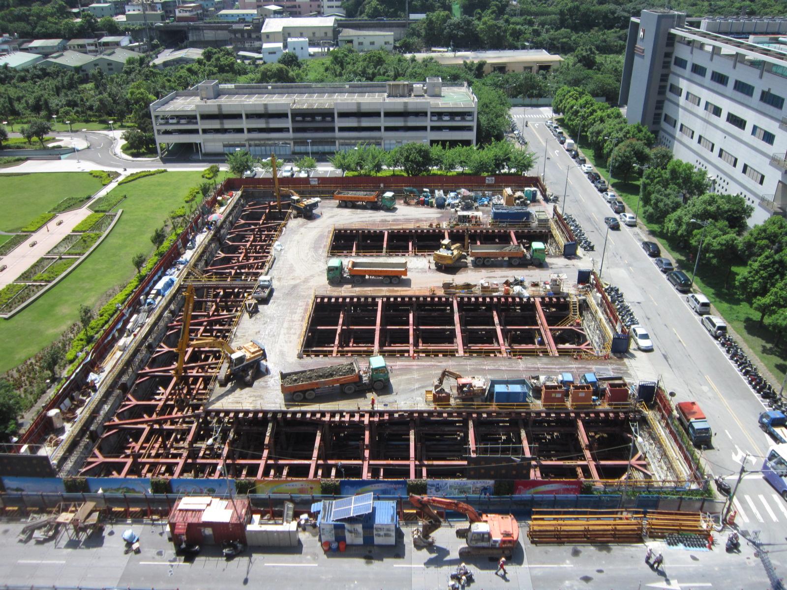 頂埔3號出入口基礎施工作業