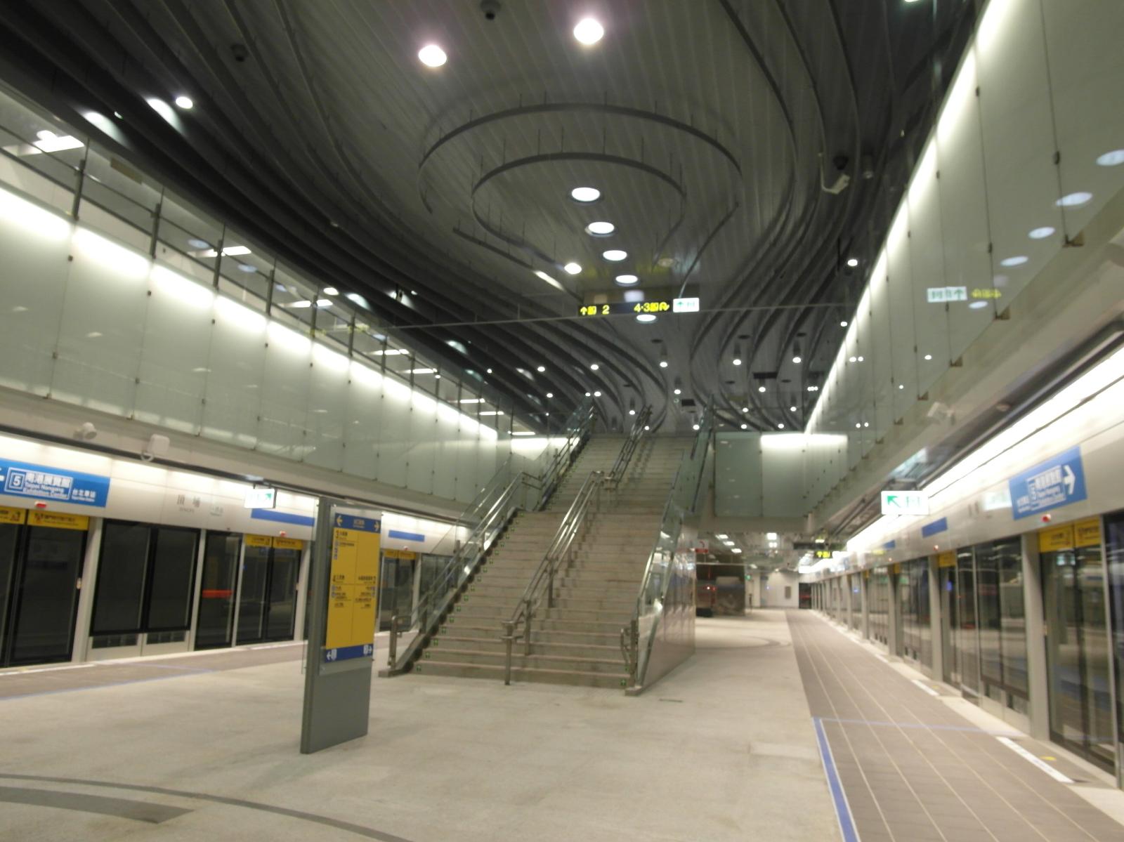 捷運頂埔站站內