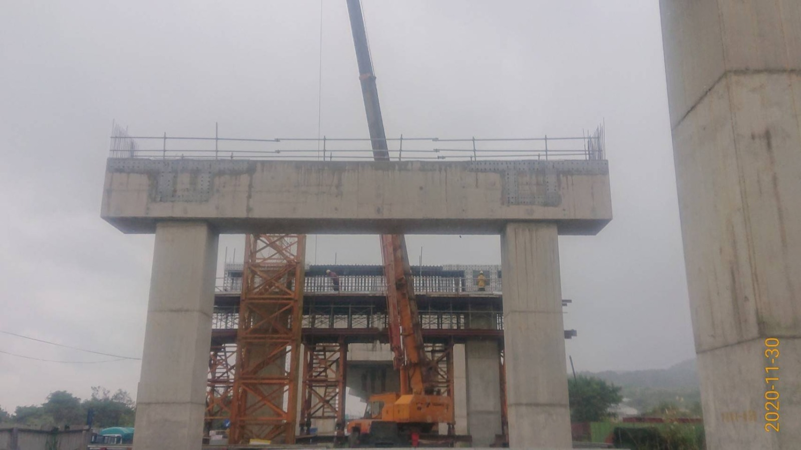 三峽佳興路PB04-04帽梁免拆網安裝及模板吊掛作業