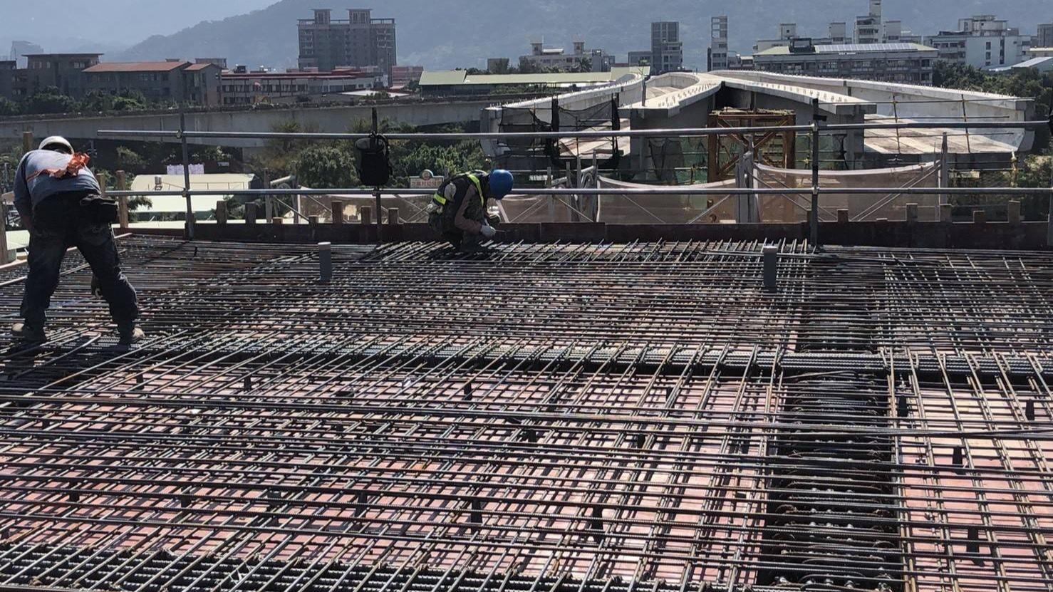 鶯歌國華街LB10車站月臺版鋼筋組立作業