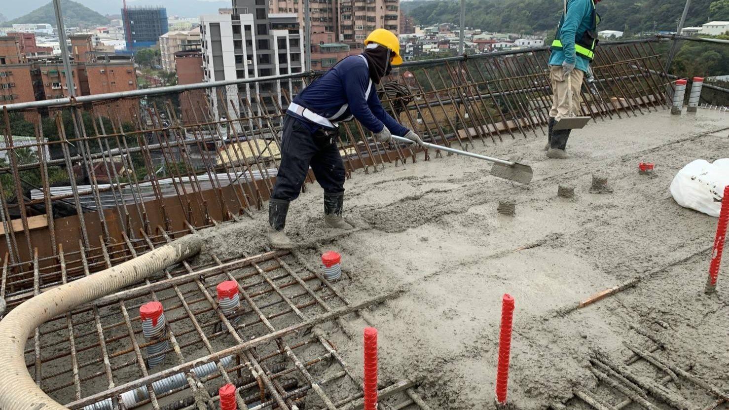鶯歌中山路P10-14柱頭頂版、腹版混凝土澆置作業