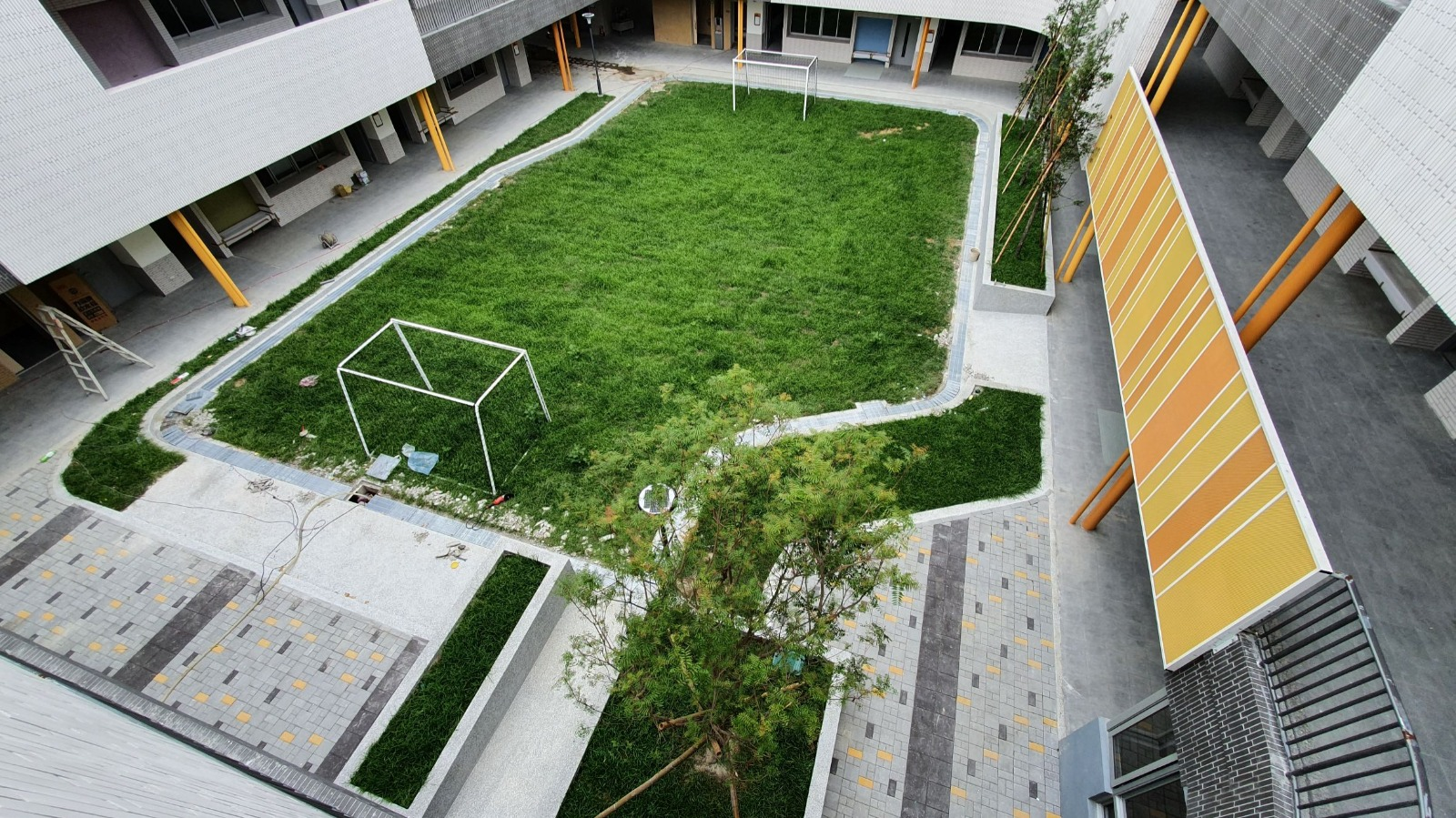 新校舍中庭