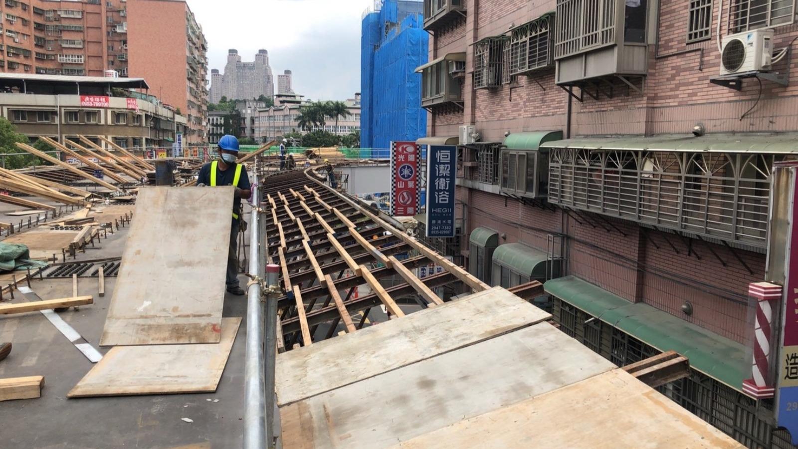 U8-12 橋面板底模組立